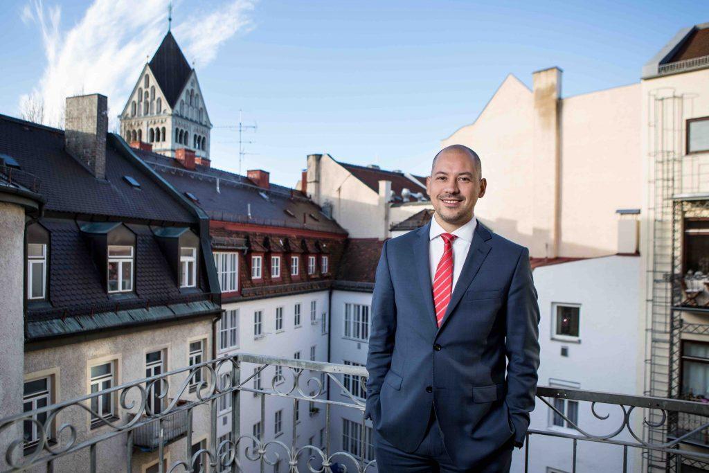 Kristian Belschak, LL.M.